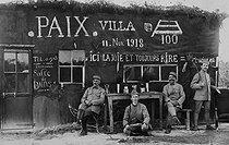 Roger-Viollet | 243724 | World War I. The armistice of November 11, 1918, celebrated on the front. | © Jacques Boyer / Roger-Viollet