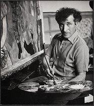 Roger-Viollet | 245332 | Marc Chagall in his studio | © Boris Lipnitzki / Roger-Viollet