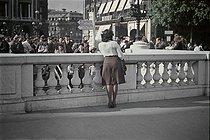 Roger-Viollet | 245956 | World War II. Place de l'Opéra, Paris. Photograph by André Zucca (1897-1973). Bibliothèque historique de la Ville de Paris. | © André Zucca / BHVP / Roger-Viollet