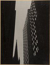 Roger-Viollet | 252637 |  Trinity church et TD Bank, New York  (Etats-Unis). Photographie d'André Vigneau (1892-1968). Tirage gélatino-argentique, 1939. Bibliothèque historique de la Ville de Paris. | © André Vigneau / BHVP / Roger-Viollet