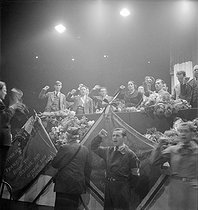 Roger-Viollet | 254782 | Winter velodrome. Speech of Dolores Ibárruri Gómez (La Pasionaria, 1895-1989), Spanish communist politician | © Marcel Cerf / BHVP / Roger-Viollet