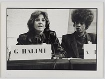 Roger-Viollet | 255763 | Gisèle Halimi (1927-2020), Tunisian-born French lawyer, feminist activist and politician, and Angela Davis (born in 1949), American human rights activist, attending the international symposium  Feminisms and Socialisms  organized at UNESCO by  Choisir  in October 1983. Photograph by Catherine Deudon (born in 1940). Paris, Bibliothèque Marguerite Durand. | © Catherine Deudon / Bibliothèque Marguerite Durand / Roger-Viollet