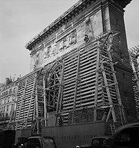 Roger-Viollet | 256533 | World War II. Porte Saint-Martin protected from bombings. Paris (Xth arrondissement), 1939-1940. | © Laure Albin Guillot / Roger-Viollet