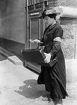 Roger-Viollet | 258759 | World War I. Postwoman delivering mail. France. | © Maurice-Louis Branger / Roger-Viollet