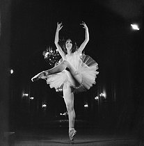 Roger-Viollet | 262849 | Lycette Darsonval (1912-1996), French ballet dancer. Paris, Opéra Garnier, 1937-1938. Photograph by Gaston Paris (1903-1964). Bibliothèque historique de la Ville de Paris. | © Gaston Paris / BHVP / Roger-Viollet