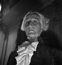 Roger-Viollet | 263327 | Grévin museum. Wax figure of George Washington (1732-1799), first President of the United States. Paris (IXth arrondissement), circa 1930. | © Gaston Paris / Roger-Viollet