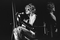Roger-Viollet | 263512 | Michel Polnareff (born in 1944), French singer, at the Olympia. Paris, 1972. | © Patrick Ullmann / Roger-Viollet