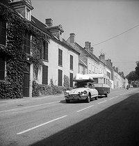 Roger-Viollet | 264025 | Leaving on vacation. France, on August 1st, 1975. | © Marie-Anne Lapadu / Roger-Viollet