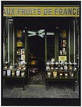 Roger-Viollet | 265438 |  Aux fruits de France  sweetshop, 36 rue Saint-André des Arts. Paris (VIth arrondissement), 1981. Photograph by Felipe Ferré. Paris, musée Carnavalet. | © Felipe Ferré / Musée Carnavalet / Roger-Viollet