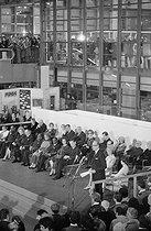 Roger-Viollet | 266708 | Inauguration du Centre National d'Art et de Culture Georges Pompidou, en présence de Valéry Giscard d'Estaing et son épouse, accompagnée de madame Pompidou. Discours du président Giscard d'Estaing. 1977. | © Jacques Cuinières / Roger-Viollet