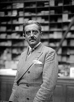 Roger-Viollet | 266827 | Georges Bernanos (1888-1948), French writer, photographed at Plon in 1929. | © Albert Harlingue / Roger-Viollet