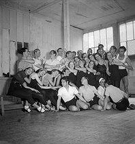 Roger-Viollet | 271238 | Élèves de Bronislava Nijinska (1891-1972), danseuse, pédagogue et chorégraphe russe. Paris, janvier 1934. | © Boris Lipnitzki / Roger-Viollet