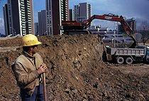 Roger-Viollet | 273941 | Worker on a construction site. Créteil (France), April 1975. Photograph by Léon Claude Vénézia (1941-2013). | © Léon Claude Vénézia / Roger-Viollet