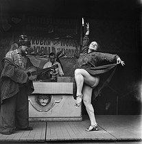 Roger-Viollet | 276534 | FRANCE - CARNIVAL - CIRCUS | © Gaston Paris / Roger-Viollet