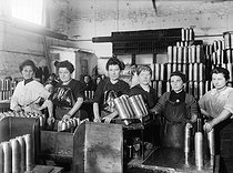 Roger-Viollet | 279200 | War - Women working in a French ammunition factory | © Maurice-Louis Branger / Roger-Viollet