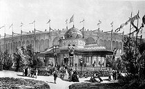 Roger-Viollet | 279980 | 1867 World Fair in Paris. The Emperor's pavilion. Lithograph by Mullet. French National Library, department of prints. | © Roger-Viollet / Roger-Viollet