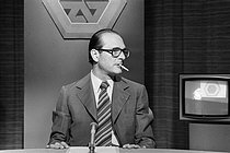 Roger-Viollet | 280799 | Jacques Chirac (1932-2019), French Prime Minister, during a television debate on Antenne 2 TV channel, May 1976. | © Jacques Cuinières / Roger-Viollet