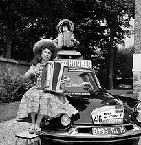 Roger-Viollet | 281128 | Yvette Horner (born in 1922), French accordionist. Tour de France 1959. | © Claude Poirier / Roger-Viollet