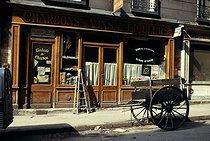 Roger-Viollet | 282259 | Delivery tricycle and café, rue Sedaine. Paris (XIth arrondissement), April 1970. Photograph by Léon Claude Vénézia (1941-2013). | © Léon Claude Vénézia / Roger-Viollet