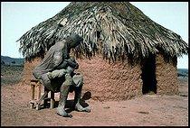 Roger-Viollet | 283651 | La Mère et l'enfant (série Masaï) | © Béatrice Soulé / Roger-Viollet
