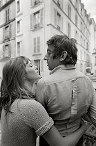 Roger-Viollet | 284063 | Serge Gainsbourg (1928-1991), French singer-songwriter, and Jane Birkin (born in 1946), English actress. Paris, 1969. Photograph by Georges Kelaïditès (1932-2015). | © Georges Kelaïditès / Roger-Viollet