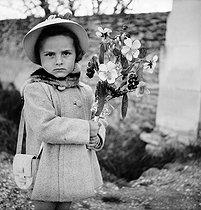 Roger-Viollet   284206   Oppède (Vaucluse). Little girl. Palm Sunday, around 1940.   © Pierre Jahan / Roger-Viollet