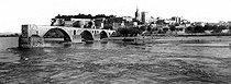 Roger-Viollet | 284719 | Avignon (Vaucluse). View of the Rhône river and the Bénézet bridge, around 1900. | © Neurdein / Roger-Viollet