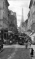 Roger-Viollet | 287554 | Rue Saint-Dominique. Paris (VIIth arrondissement), circa 1900. | © Léon & Lévy / Roger-Viollet