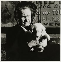 Roger-Viollet | 288260 | Dog market on Sundays. Old woman with a puppy, rue de Vaugirard. Paris (XVth arrondissement), 1937. Photograph by Roger Schall (1904-1995). Paris, musée Carnavalet. | © Roger Schall / Musée Carnavalet / Roger-Viollet