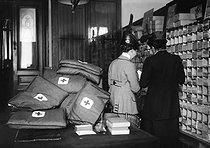 Roger-Viollet | 289385 | World War One - Red Cross | © Maurice-Louis Branger / Roger-Viollet