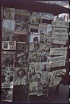 Roger-Viollet | 289846 | World War II. Newsstand, publications, boulevard Montmartre. Paris, May 1944. Photograph by André Zucca (1897-1973). Bibliothèque historique de la Ville de Paris. | © André Zucca / BHVP / Roger-Viollet