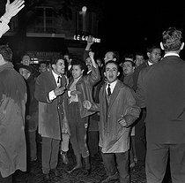 Roger-Viollet | 292107 | Algerian war. Demonstration of Algerian workers. Paris, on October 17, 1961. | © Jacques Boissay / Roger-Viollet