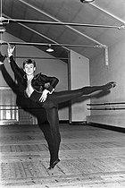 Roger-Viollet | 298012 | Patrick Dupond, French ballet dancer. Paris, 1976. | © Colette Masson / Roger-Viollet