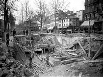 Roger-Viollet   299872   Construction of the Paris Metro (or Metropolitain) : line 2 : North access to the place d'Anvers metro station, to the Etoile. Paris, on March 17, 1902.   © Neurdein / Roger-Viollet