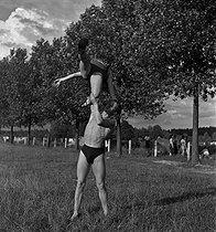 Roger-Viollet | 303113 | Camping and Culture association | © Marcel Cerf / BHVP / Roger-Viollet