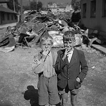 Roger-Viollet | 303884 | BERLIN - GERMAN CHILDREN | © Gaston Paris / Roger-Viollet