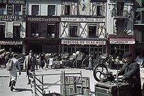 Roger-Viollet | 304017 | World War II. The Halles market during the German Occupation. Paris (Ist arrondissement). Photograph by André Zucca (1897-1973). Bibliothèque historique de la Ville de Paris. | © André Zucca / BHVP / Roger-Viollet