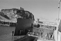 Roger-Viollet | 304060 | Georges Pompidou visite le sous-marin  le Redoutable  avec Michel Debré (ministre de la Défense Nationale). Brest, octobre 1971. | © Jacques Cuinières / Roger-Viollet
