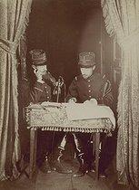 Roger-Viollet | 306736 |  Bilocation . Special effect photograph by Henri Roger (1869-1946), Paris, 1891-1892. | © Henri Roger / Roger-Viollet