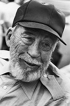 Roger-Viollet   311025   John Huston (1906-1987), American actor, director and producer during the shooting of  Escape for victory . June 22 and 23, 1980.   © Jean-Régis Roustan / Roger-Viollet