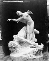Roger-Viollet | 312501 | Henri Coutheillas (1862-1929).  Le chêne et le roseau . | © Léopold Mercier / Roger-Viollet