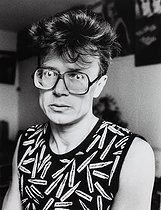 Roger-Viollet | 317131 | Eduard Limonov (born in 1943), Franco-Russian political writer and dissident, at his place. Paris, 1980's. | © Bruno de Monès / Roger-Viollet