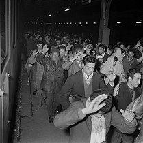 Roger-Viollet | 319472 | Algerian war. Demonstration of Algerian workers. Paris, on October 17, 1961. | © Jacques Boissay / Roger-Viollet