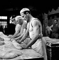 Roger-Viollet | 321657 | Bakers at work. Amiens (France), June 1948. | © Roger Berson / Roger-Viollet