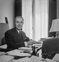 Roger-Viollet | 321723 | Maurice Genevoix (1890-1980), écrivain français. Paris, 1954. | © Boris Lipnitzki / Roger-Viollet