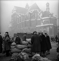 Roger-Viollet   322222   The Halles, in front of the Saint-Eustace church. Paris (Ist arrondissement), end of 1944.   © Pierre Jahan / Roger-Viollet