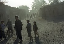 Roger-Viollet   322615   Second war in Afghanistan between the USA and the Northern Alliance against the Taliban following the September 11, 2001 attacks. Children in a street of Jabal-Saraj. Afghanistan, September-October 2001.   © Jean-Paul Guilloteau / Roger-Viollet