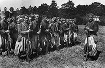 Roger-Viollet | 327310 | Zouaves de l'armée française participant aux grandes manoeuvres de l'Est. 1911. | © Maurice-Louis Branger / Roger-Viollet