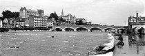 Roger-Viollet | 330014 | Pau (Pyrénées-Atlantiques). The castle and the bridge over the Gave river. | © Neurdein / Roger-Viollet