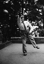 Roger-Viollet | 332192 | French championship of petanque. Porte de Charenton, Paris, August 1941. | © LAPI / Roger-Viollet
